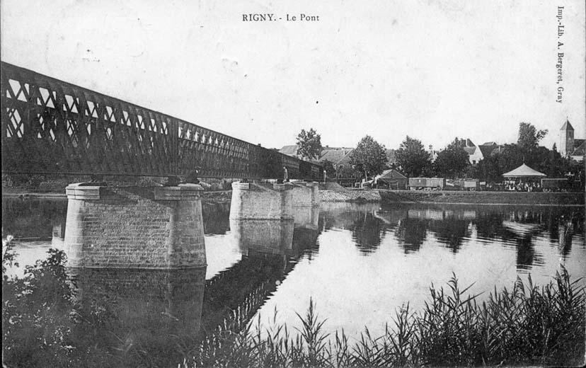 Le pont - Fête foraine en arrière plan
